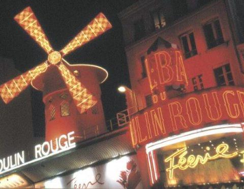 伝統のキャバレーで華麗な夜☆ムーランルージュ・ディナーショー(復路送迎:なし、パリ市内ホテル送迎、パリ近郊ホテル送迎 3プランあり)