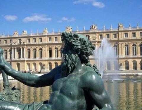 ■プレゼント付!■世界遺産ヴェルサイユ宮殿とパリの朝市マルシェツアー