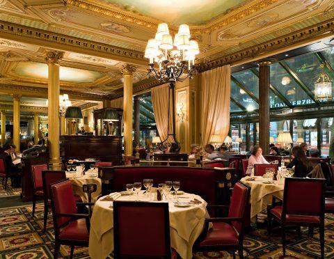 オペラ座目の前の有名レストラン『カフェ・ド・ラ・ペ』